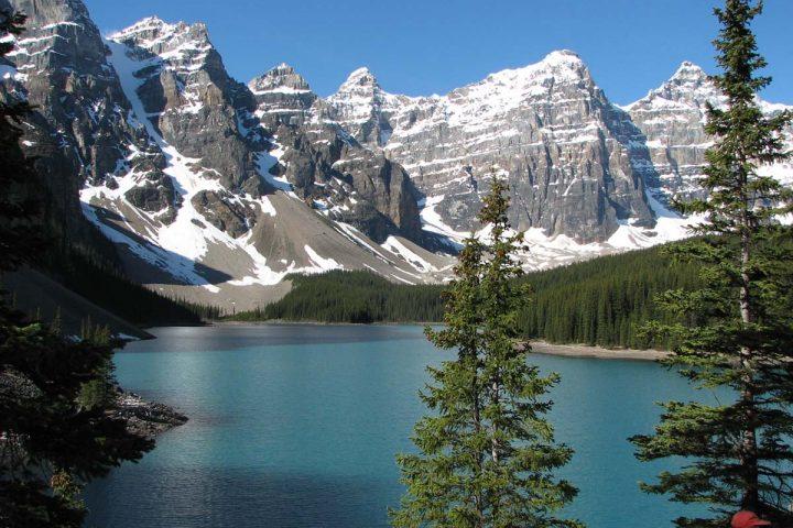 Bergpanorama ueber dem Lake Louise