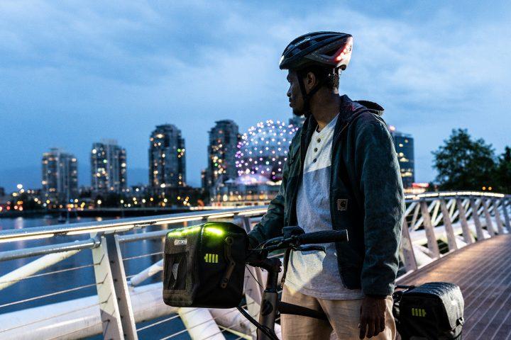 Vancouver Shooting bei Nacht auf einer Brücke nahe Science World