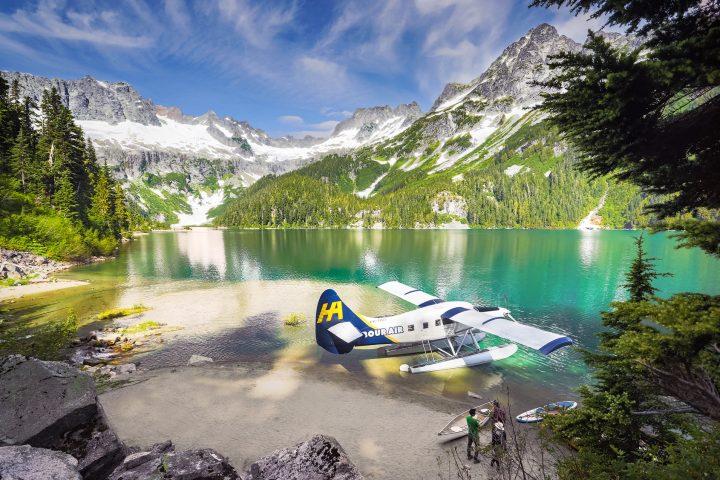 Seaplane auf einem Gletschersee